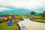 Tempat permainan anak outdoor dan kolam renang