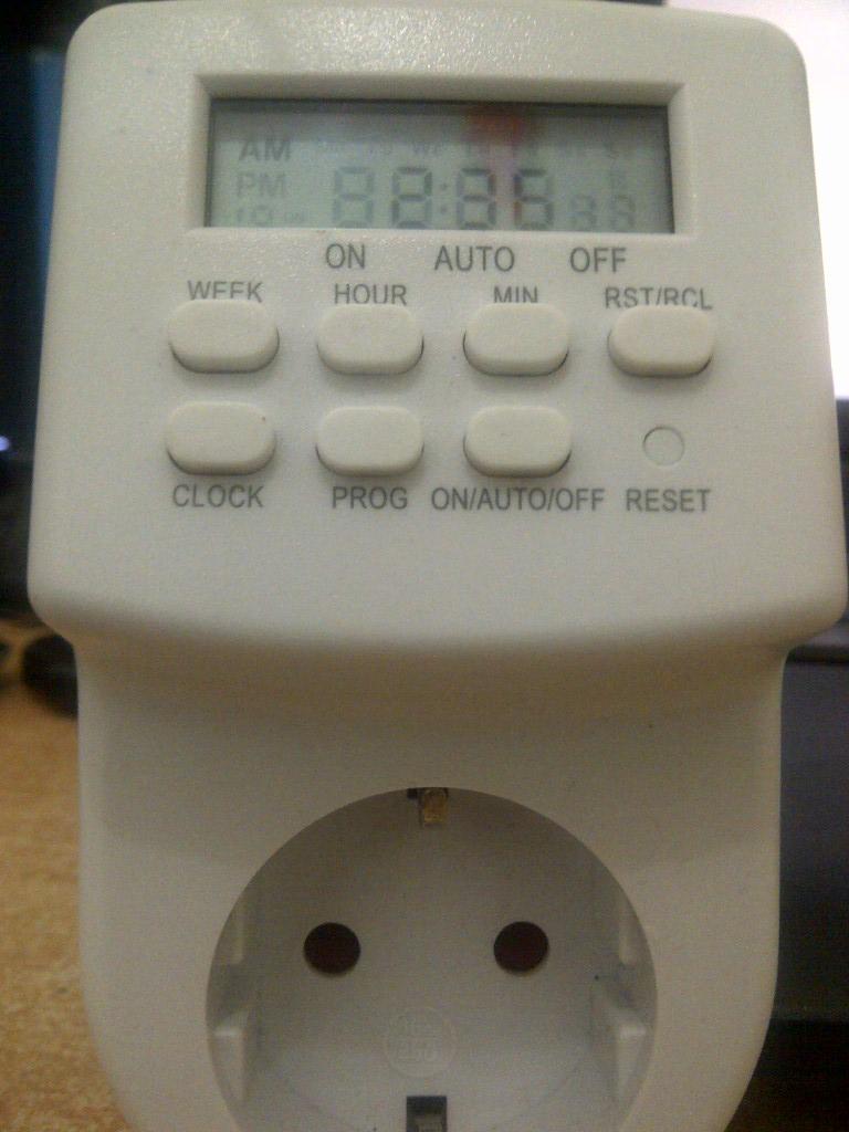 Kontrol Lampu Taman Secara Otomatis dengan TimerElektronik