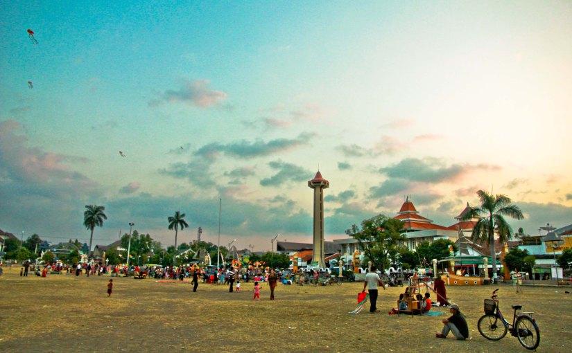 Suatu Sore di Alun-alun Masjid AgungTegal