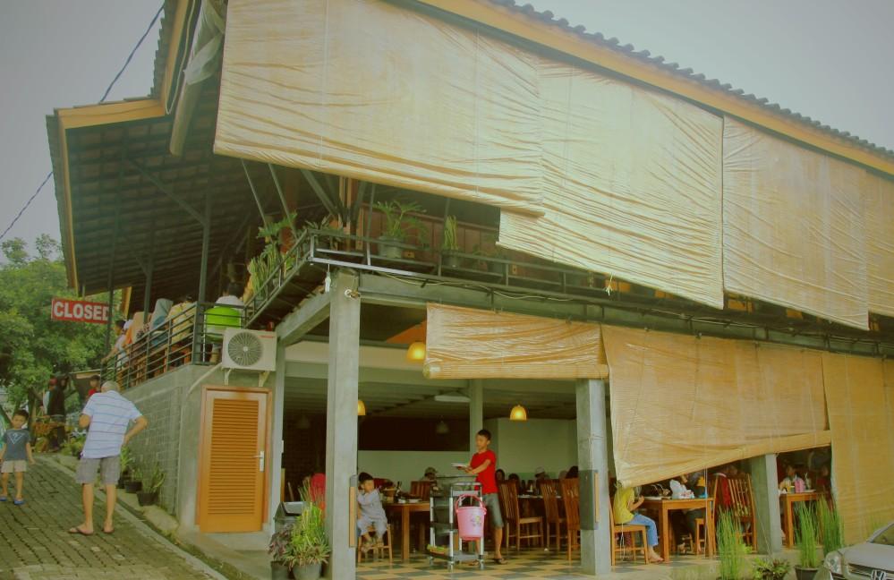 Ikan Bakar dalam Bambu Karimata dan Pasar Apung Sentul City (5/5)