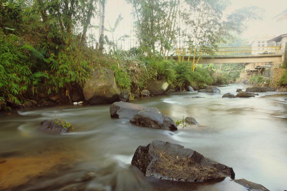 River flow under the bridge