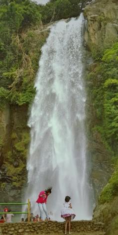 Air terjun setinggi 40 meter