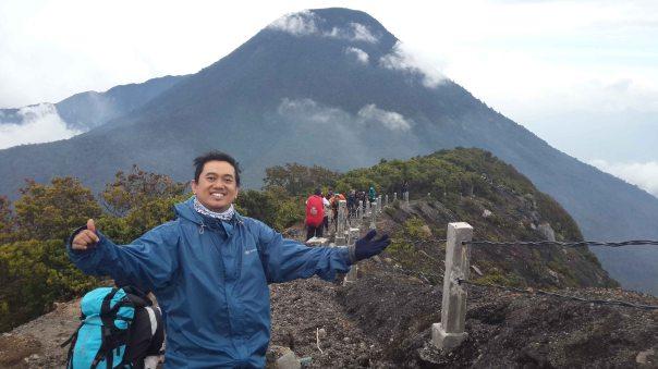 Di depan Puncak Pangrango
