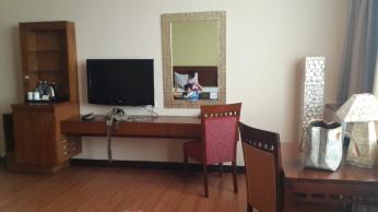 Flat TV dan meja + Free WiFi