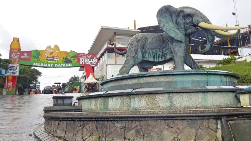 Jalan-jalan ke Kampung Gajah dan KampungDaun
