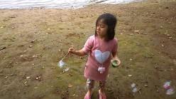 Bermain balon gelembung