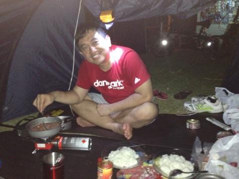 Masak di tenda
