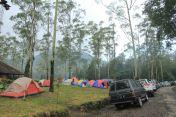Tenda dan mobil