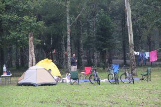 Tenda dengan sepeda
