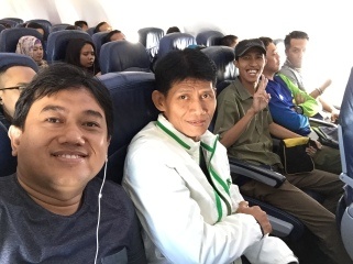 Mejeng di Pesawat