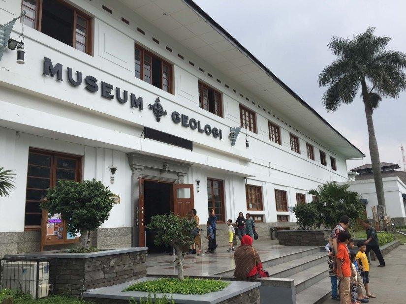 Jalan-jalan ke Museum GeologiBandung