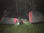 Dua tenda dengan 1 flysheet